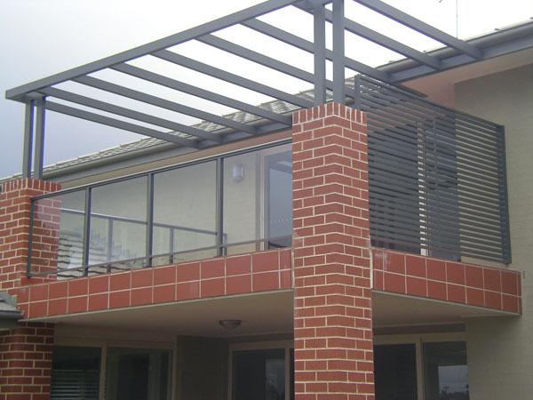 Glass balcony fencing glass balcony railings frameless for Balcony balustrade